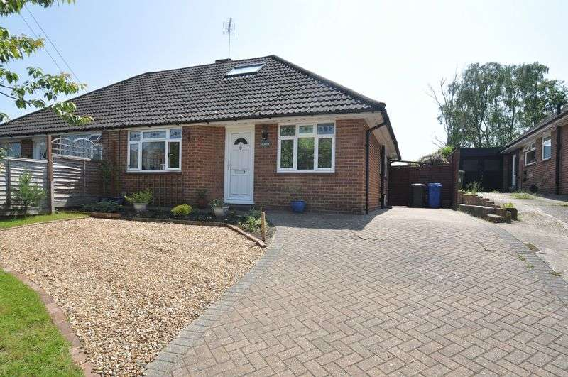 2 Bedrooms Semi Detached House for sale in Ferndale Road, Fleet