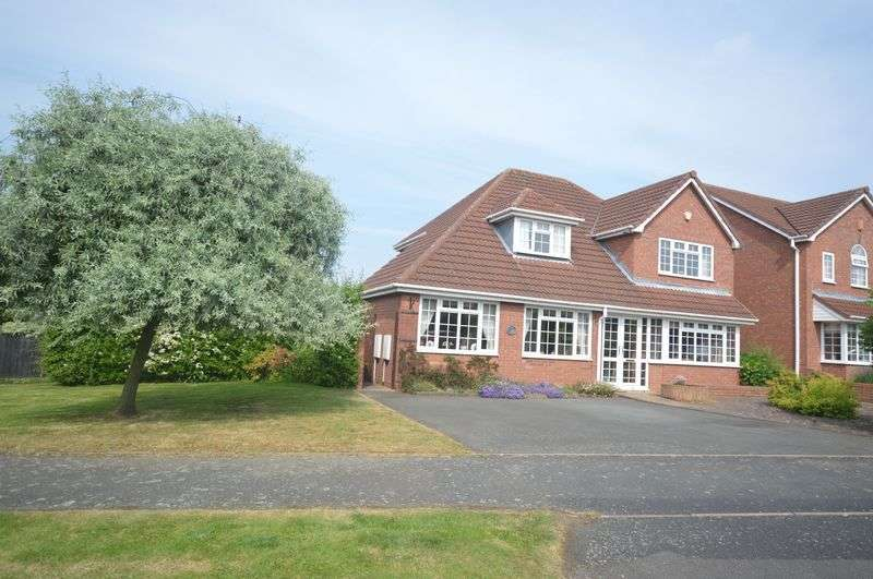 4 Bedrooms Detached House for sale in Tee Lake Boulevard, Telford