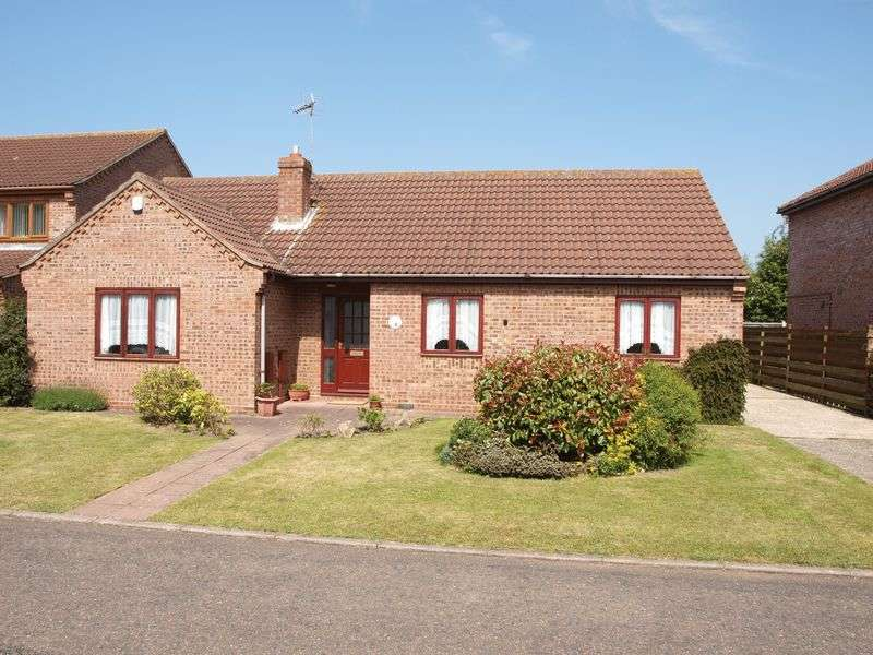 3 Bedrooms Detached Bungalow for sale in Carlton Colville
