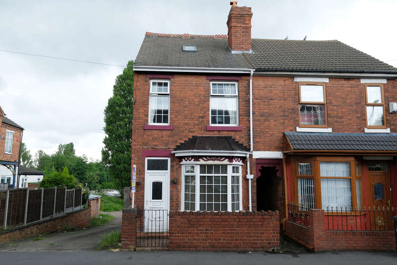 3 Bedrooms Semi Detached House for sale in Old Park Road, Wednesbury, Wednesbury, WS10