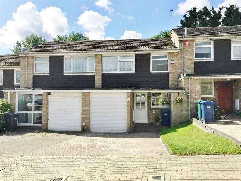 3 Bedrooms Terraced House for sale in Howard Close, London