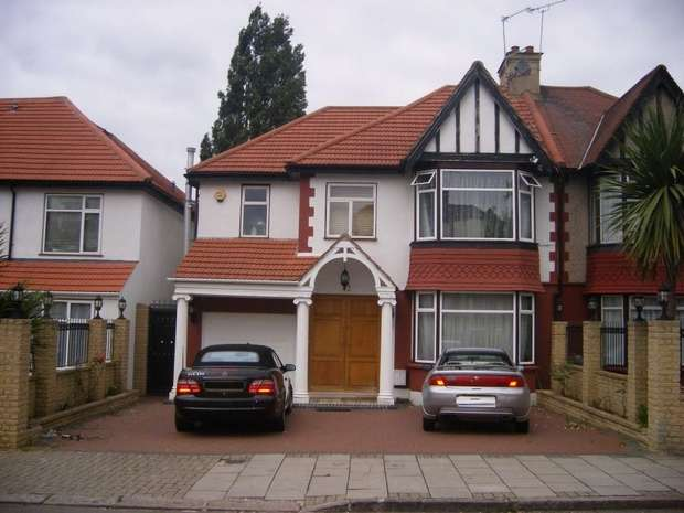 5 Bedrooms Semi Detached House for sale in Queenscourt, WEMBLEY