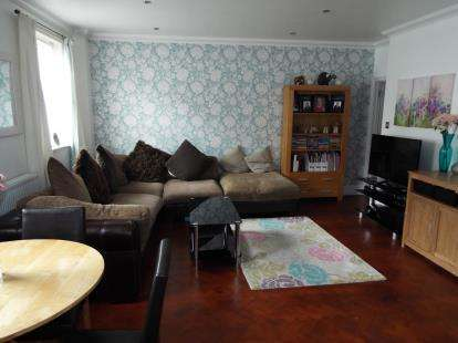 2 Bedrooms Maisonette Flat for sale in Clarence Road, East Cowes, Isle of Wight