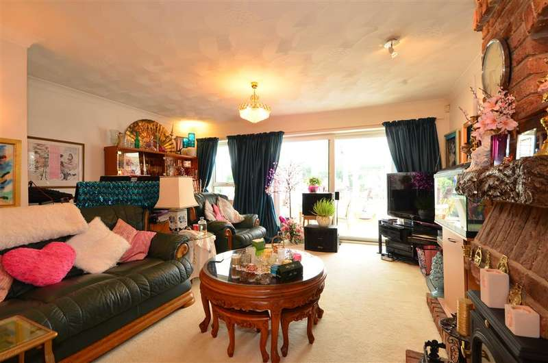 5 Bedrooms Detached House for sale in Havant Road, Hayling Island, Hampshire