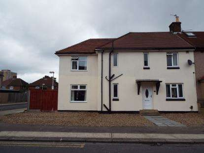 5 Bedrooms Semi Detached House for sale in Dagenham