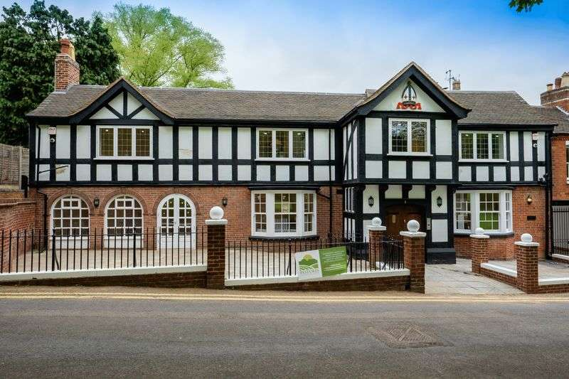 3 Bedrooms Flat for sale in Lower Green, Tettenhall, Wolverhampton