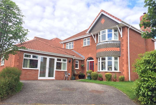 4 Bedrooms Detached House for sale in Bruce Gardens, Dunfermline, KY11