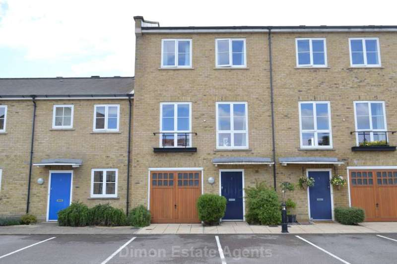 3 Bedrooms Town House for sale in Commodore Place, Gosport
