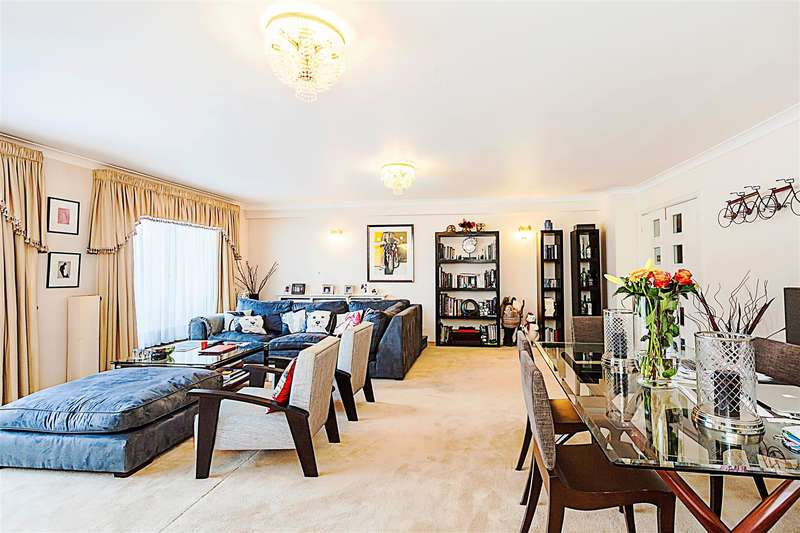 3 Bedrooms Flat for sale in Stuart House, Windsor Way, London, W14