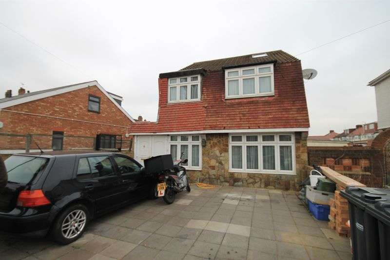 4 Bedrooms Detached House for sale in Kingsley Avenue, Southall