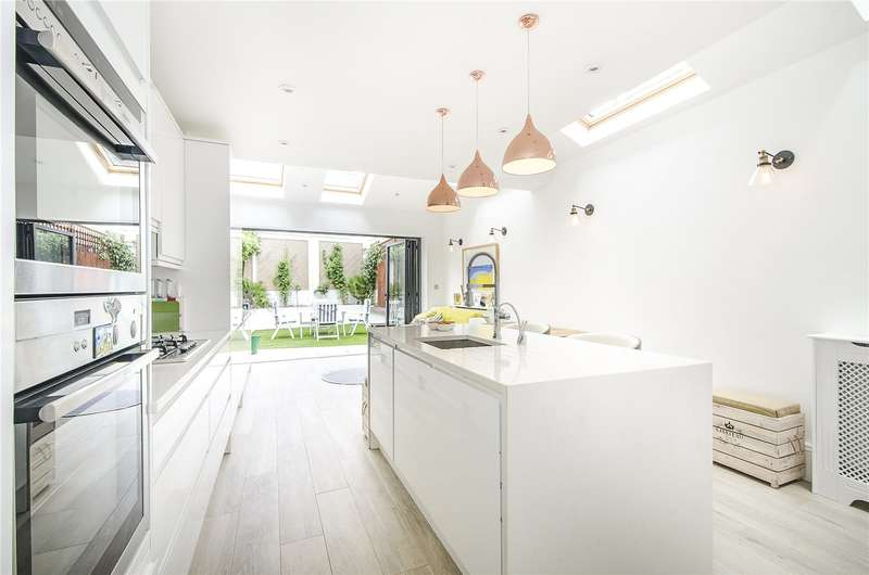 3 Bedrooms House for sale in Harberson Road, London, SW12