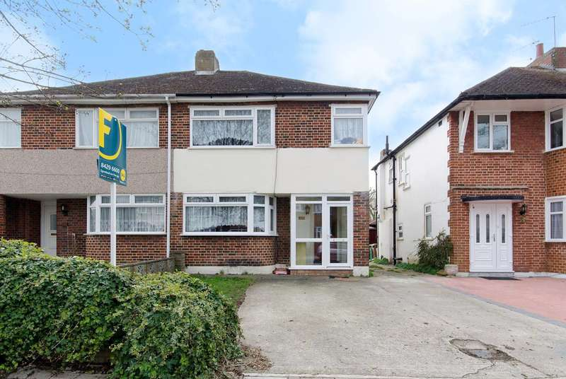 3 Bedrooms Semi Detached House for sale in Lulworth Drive, Pinner, HA5