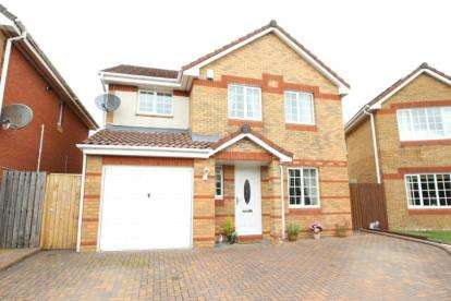 4 Bedrooms Detached House for sale in Gullane Court, Irvine, North Ayrshire