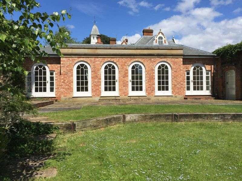 2 Bedrooms Detached Bungalow for sale in Hackmans Gate Lane, Belbroughton