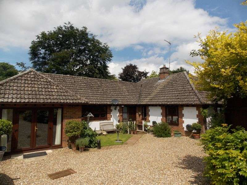 4 Bedrooms Detached Bungalow for sale in High Street, Ixworth