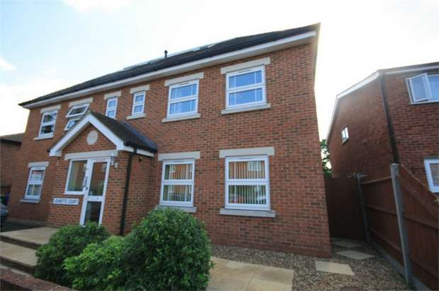 2 Bedrooms Flat for sale in Jeanette Court, Chaucer Road, Ashford, Surrey