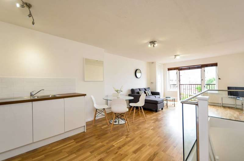 2 Bedrooms Flat for sale in Vermeer Court, Isle Of Dogs, E14