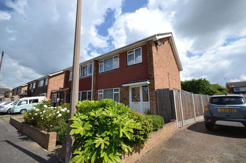 3 Bedrooms Semi Detached House for sale in Redlie Close, Stanford-Le-Hope