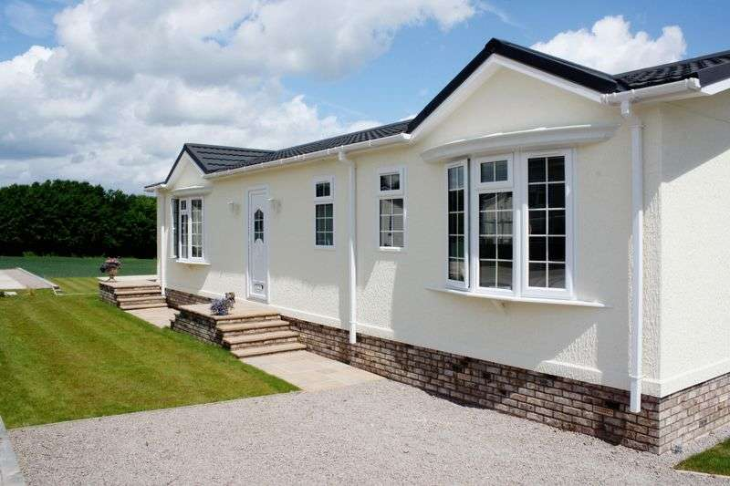2 Bedrooms Bungalow for sale in Broadwell Woods, Kenilworth, Warwickshire, CV8 1QF