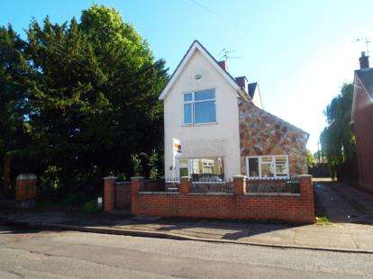 3 Bedrooms Detached House for sale in New Road, Woodston, Peterborough, Cambridgeshire