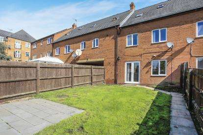 4 Bedrooms Terraced House for sale in Hargate Way, Hampton Hargate, Peterborough, Cambridgeshire