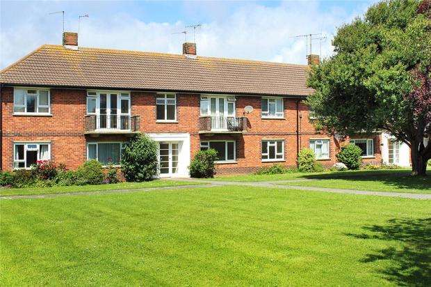 2 Bedrooms Apartment Flat for sale in Parkside Court, Meadow Way, Littlehampton, West Sussex, BN17