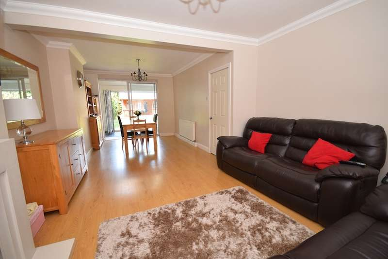 3 Bedrooms Semi Detached House for sale in Lichfield Terrace, Upminster, Essex, RM14