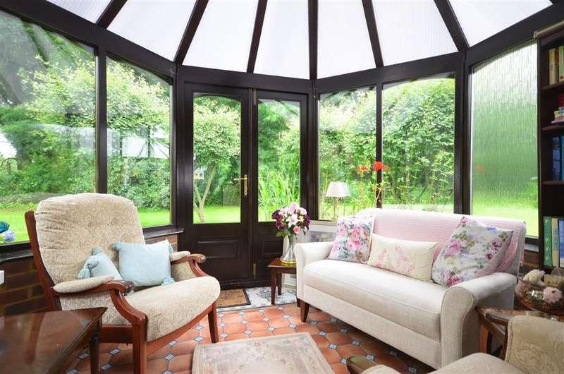 1 Bedroom Retirement Property for sale in Loxford Court, Cranleigh, Surrey