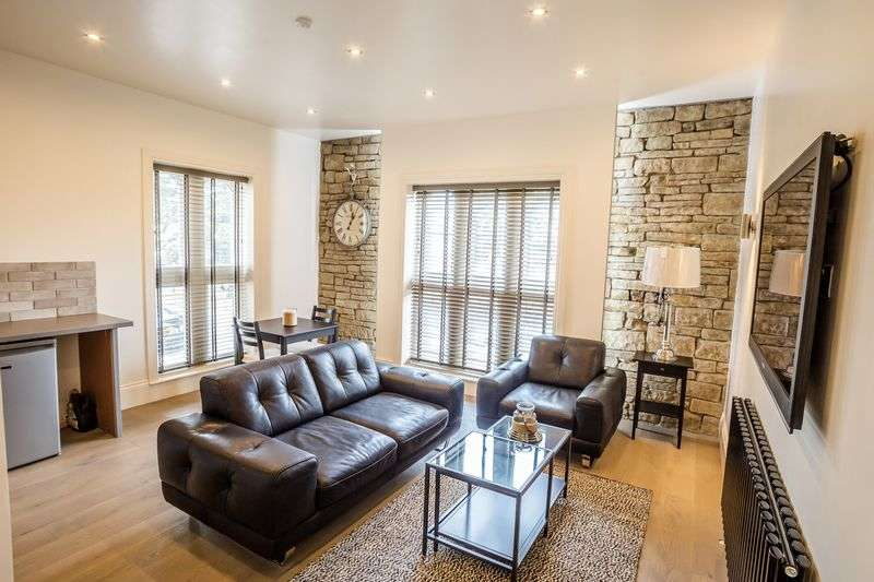 2 Bedrooms Flat for sale in Portland Street, Huddersfield