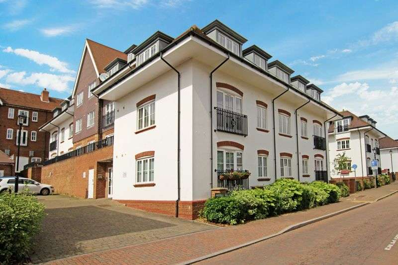 2 Bedrooms Flat for sale in Middle Village, Haywards Heath