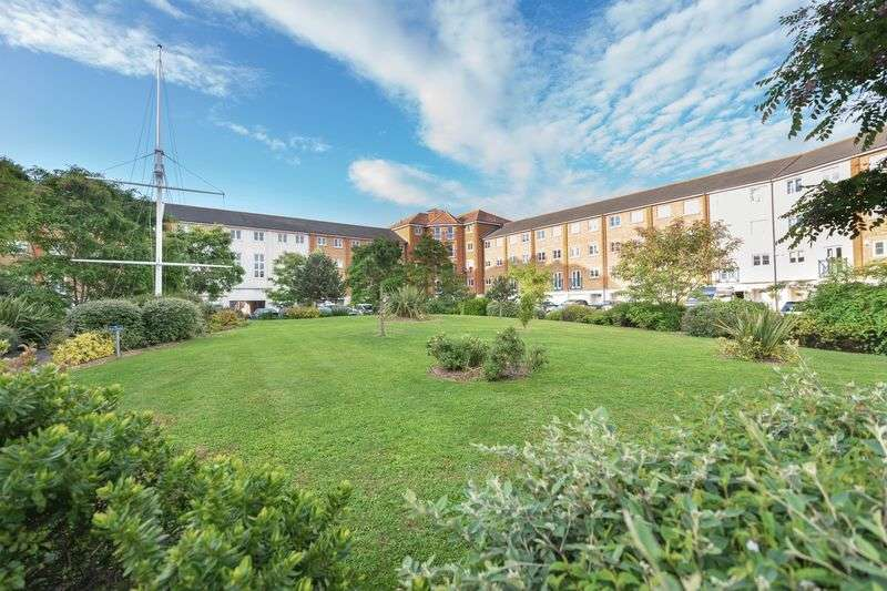 2 Bedrooms Flat for sale in San Juan Court, Eastbourne, BN23