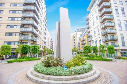 2 Bedrooms Flat for sale in Goldhawk House, 10 Beaufort Square, Aerodrome Road, London