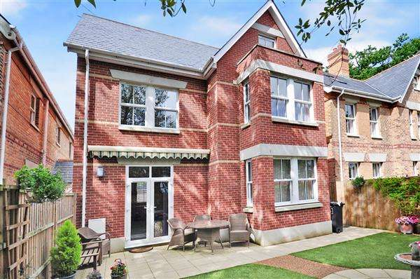 4 Bedrooms Detached House for sale in Ashley Cross, Poole, BH14