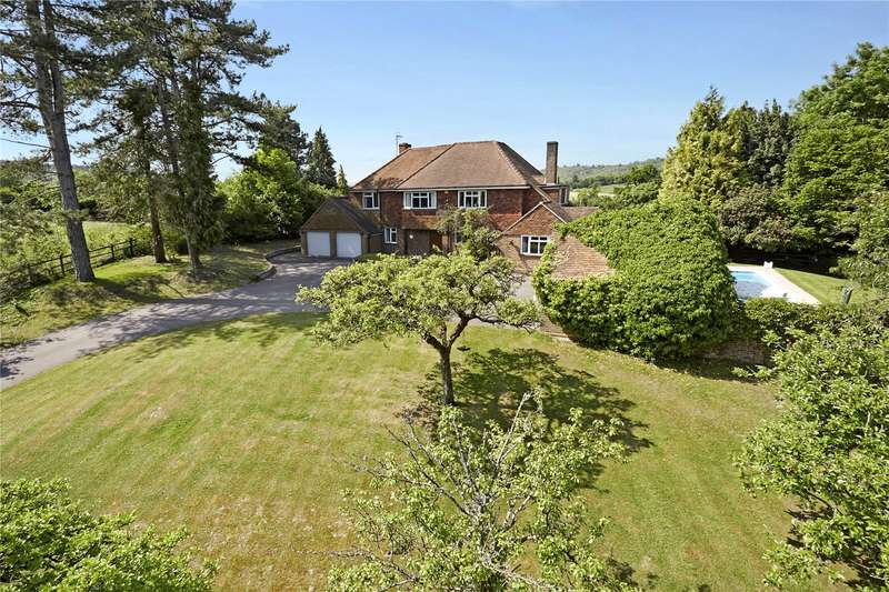 5 Bedrooms Detached House for sale in Mickleham Drive, Leatherhead, Surrey, KT22