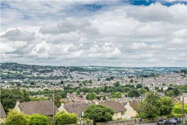 3 Bedrooms Detached House for sale in Bloomfield Road, BATH, BA2 2AY