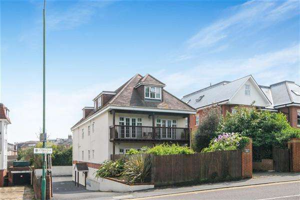 2 Bedrooms Flat for sale in Cambridge Road, Bournemouth