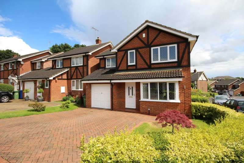 4 Bedrooms Detached House for sale in Farley Copse, Amen Corner