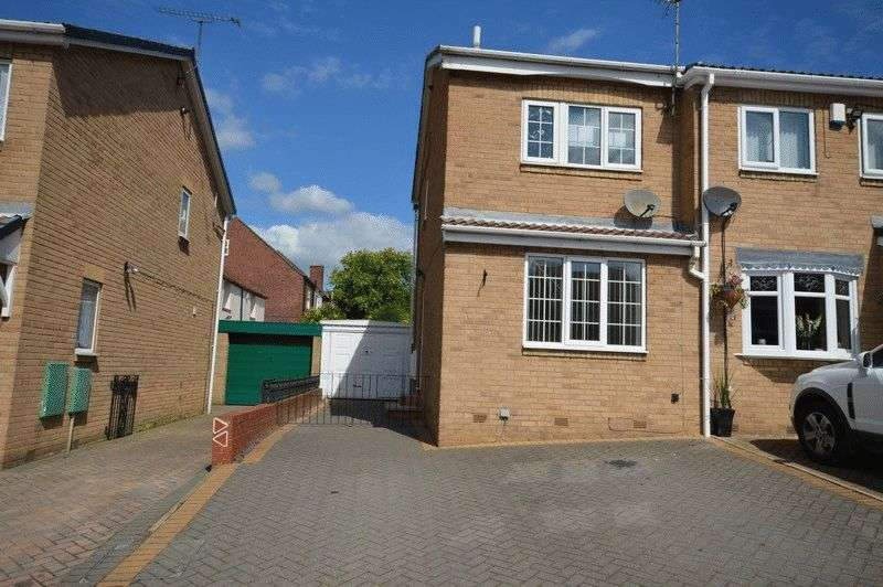 2 Bedrooms Semi Detached House for sale in Vicarage Gardens, Featherstone, Pontefract
