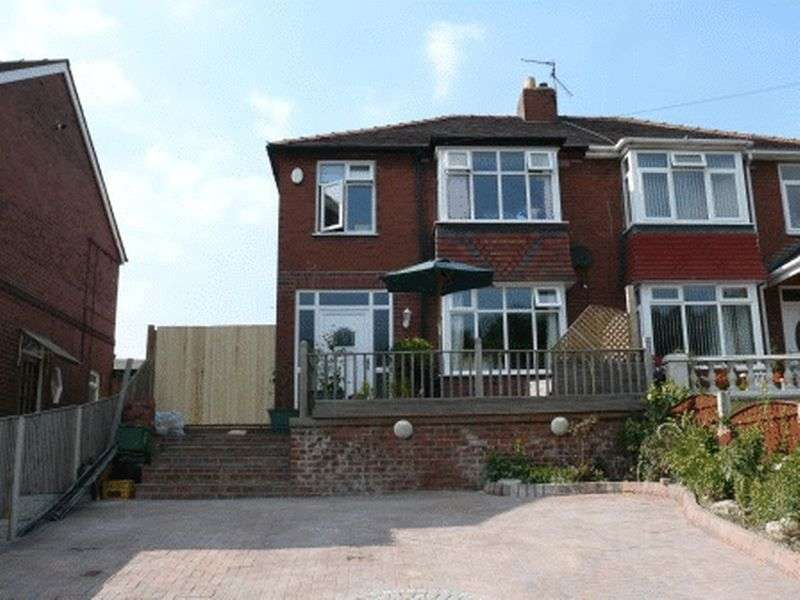 3 Bedrooms Semi Detached House for sale in Holywell Lane, Castleford