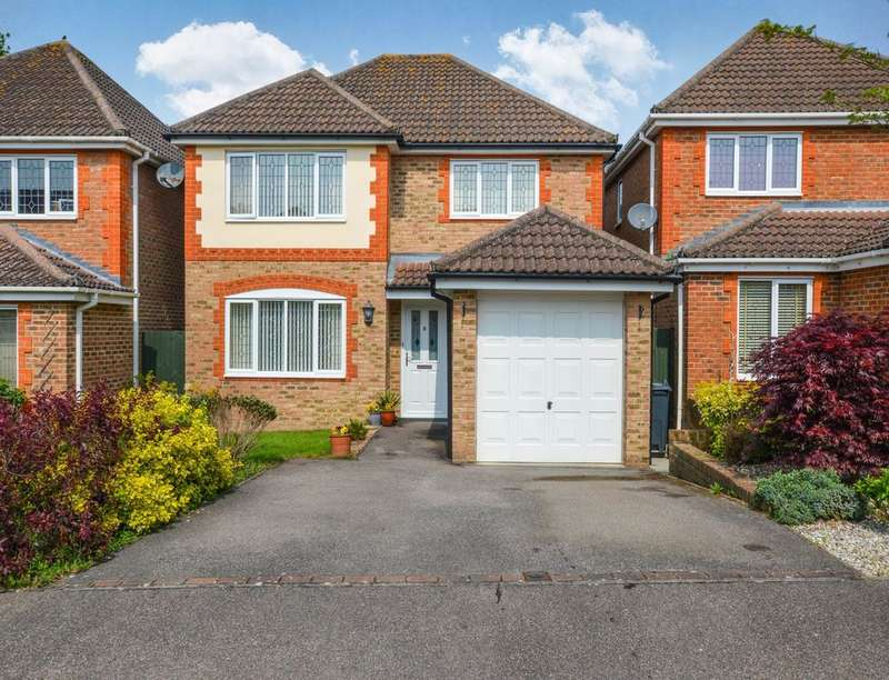 4 Bedrooms Detached House for sale in Remus Close, Kingsnorth, Ashford, TN23