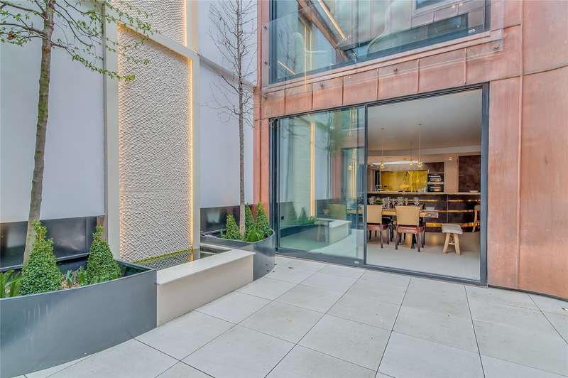 4 Bedrooms House for sale in St. John's Hill, London, SW11