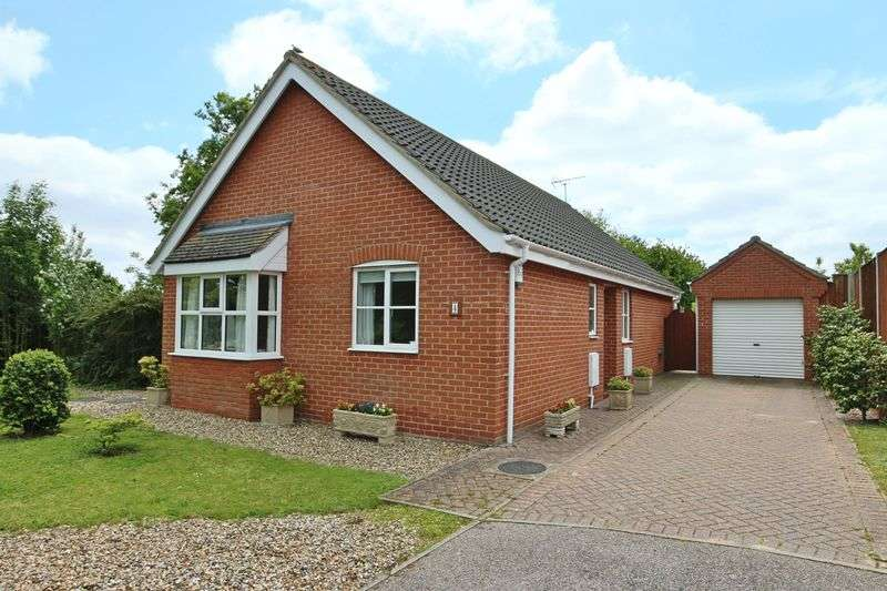 3 Bedrooms Bungalow for sale in John Lawrence Close, Beccles