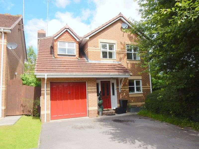4 Bedrooms Detached House for sale in Robertson Drive, St Annes Park, Bristol