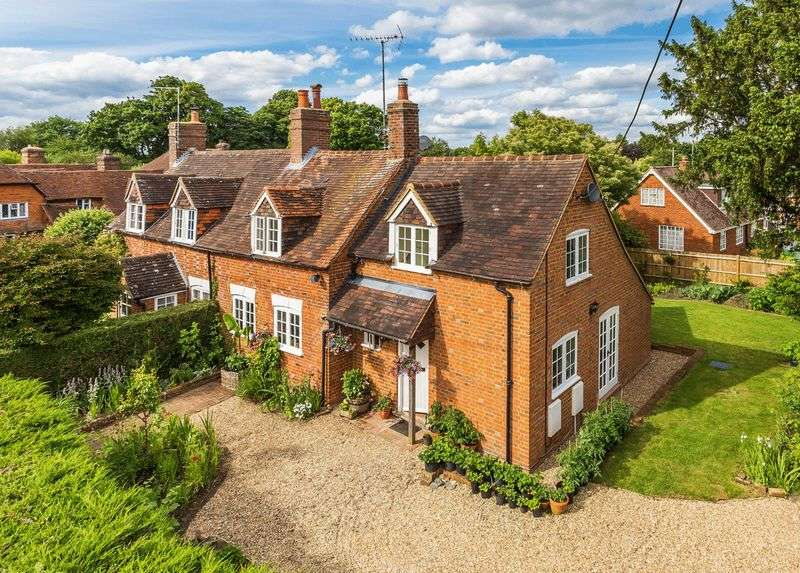 4 Bedrooms Semi Detached House for sale in Dippenhall Street, Farnham