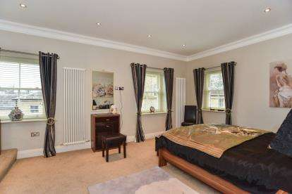 3 Bedrooms Flat for sale in Berry Hill Hall, Berry Hill Lane, Mansfield, Nottinghamshire