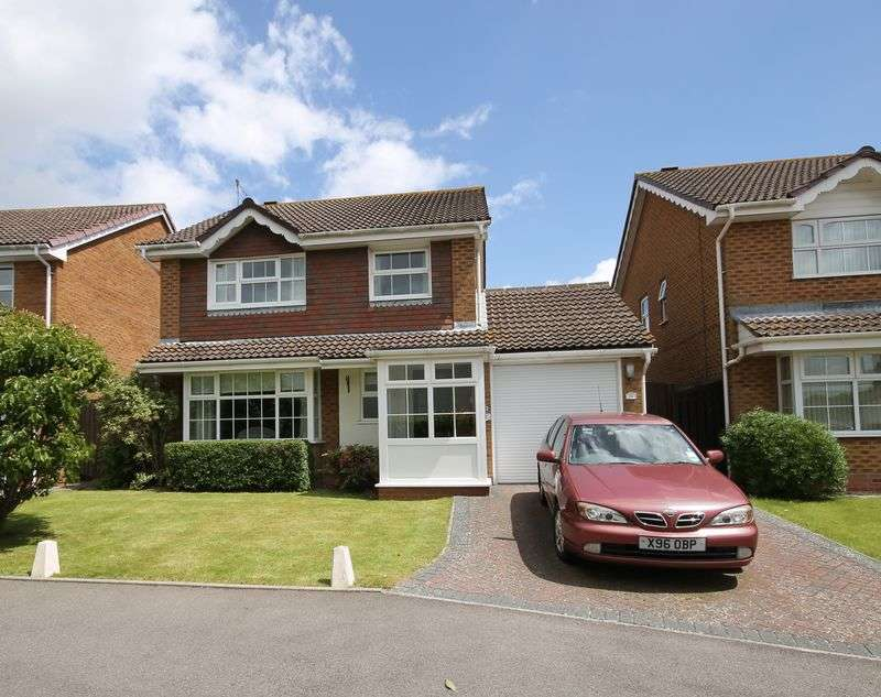 4 Bedrooms Detached House for sale in Fry Crescent, Burgess Hill, West Sussex