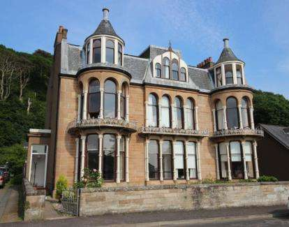 2 Bedrooms Flat for sale in Marine Parade, Millport