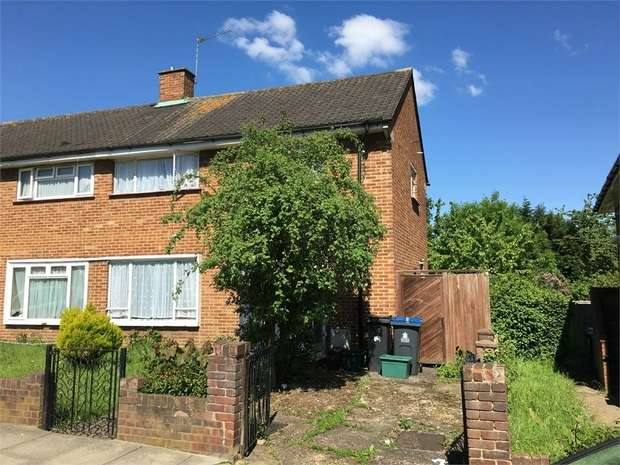 3 Bedrooms Semi Detached House for sale in Bransby Road, Chessington