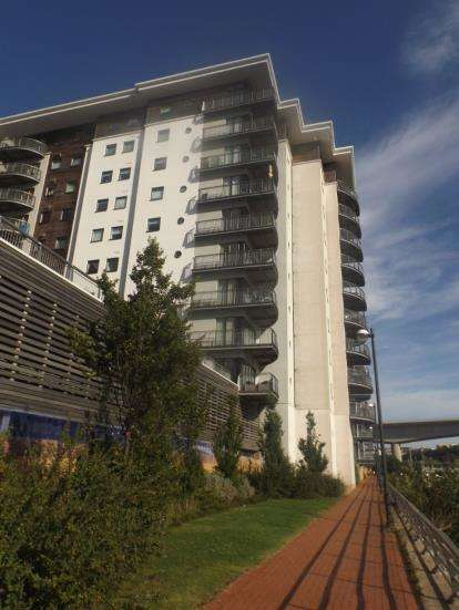 3 Bedrooms Flat for sale in Picton, Victoria Wharf, Cardiff Bay, Cardiff