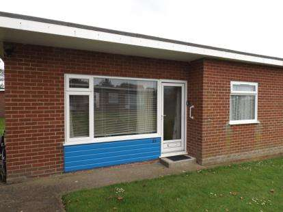 2 Bedrooms Bungalow for sale in Gimingham Road, Mundesley